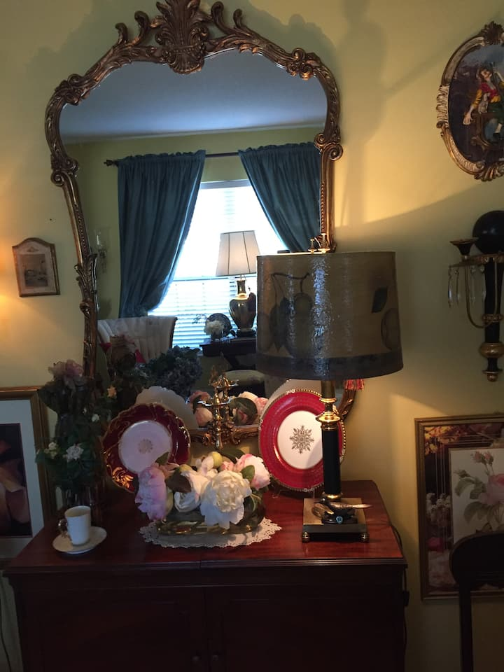 Chatsworth, Cozy English Home  Low priced, quiet