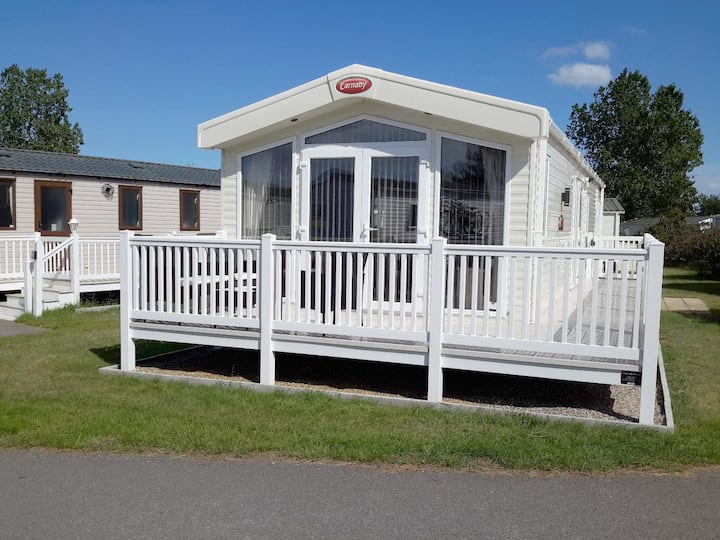 Luxury platinum lodge at Seashore Holiday Park in Norfolk ref 22006E