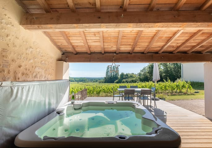 Holiday cottage in the heart of Graves Vineyard