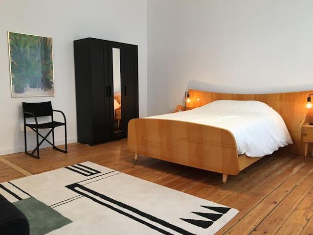 chambre vintage dans maison de maître bruxelloise