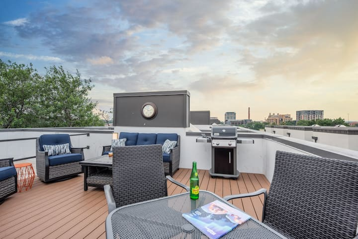 Pearl Townhome w/ Rooftop Deck and Community Pool