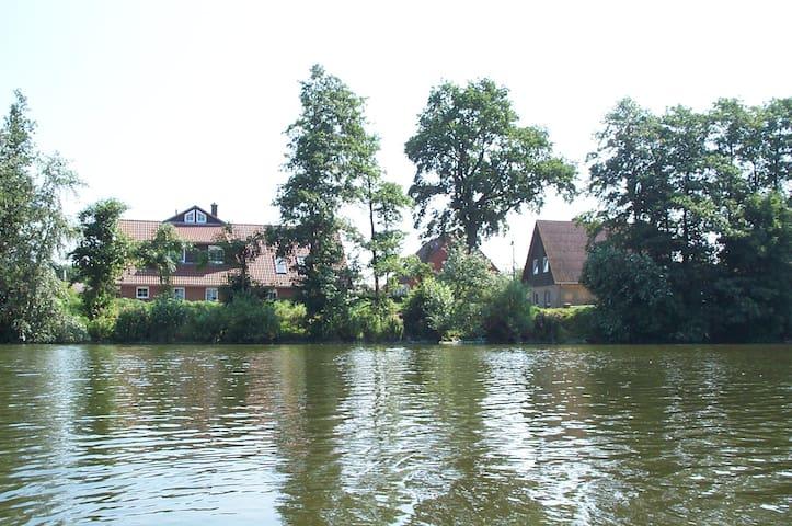 Ferienwohnung mit Blick über den Bistensee - Ahlefeld-Bistensee - Daire