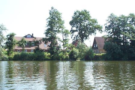 Ferienwohnung mit Blick über den Bistensee - Ahlefeld-Bistensee - Apartment