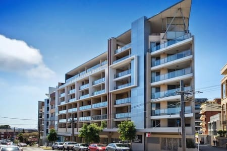New & Spacious room in a sunny apt, Great Location - Kogarah - Apartmen