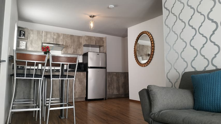 Clean & Safe apartment. Near to border & airport