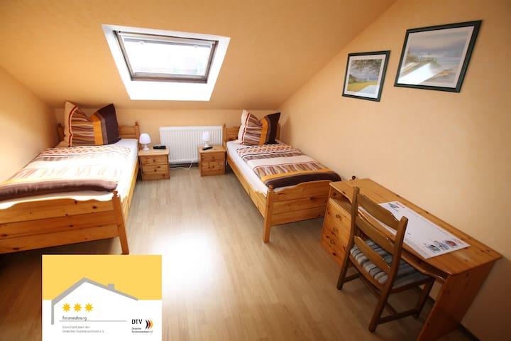 Große 3 Sterne Ferienwohnung in Moormerland - Moormerland - Apartemen