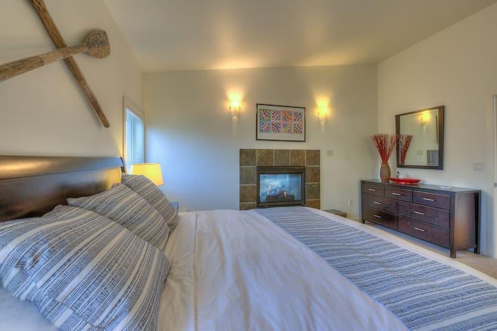 Luxury king-size bed in large master bedroom. Enjoy the finest linens, down duvet & pillows. En Suite master bath.