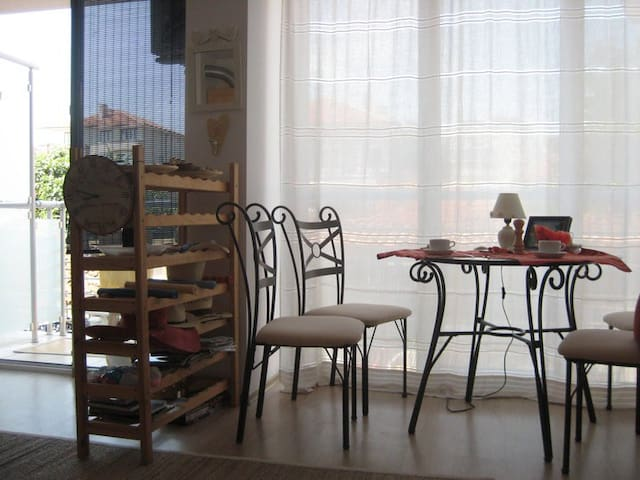 Cute, central,right in the park, 3min to the beach - Obzor