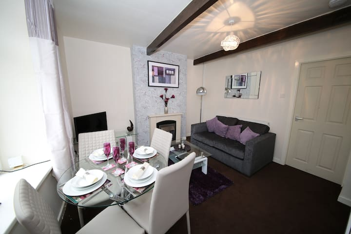 Traditional Cottage,  Modern Decor In Haworth - Cross Roads - Talo