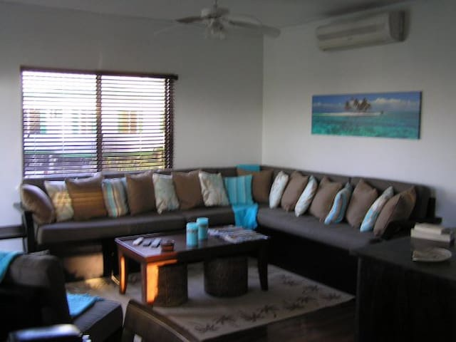 Beachside Bungalow Upgraded with Screened in Porch
