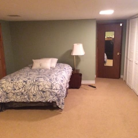 Guest Suite - Walk to Town! - Libertyville - Talo