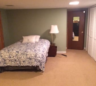 Guest Suite - Walk to Town! - Libertyville
