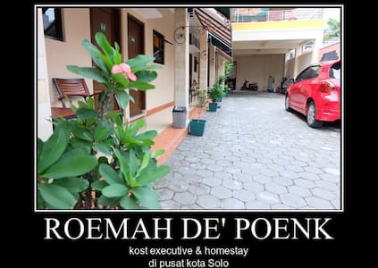 Roemah de Poenk, kost executive & homestay