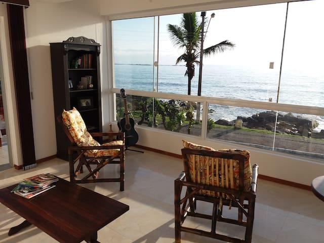 Anjosuiço Guest Huus - seu quarto à beira mar - Barra Velha