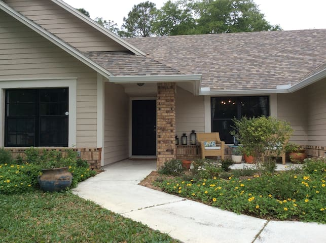 Palm Harbor Family Home in prime location