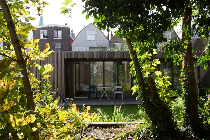 studio Punt vanuit het groen