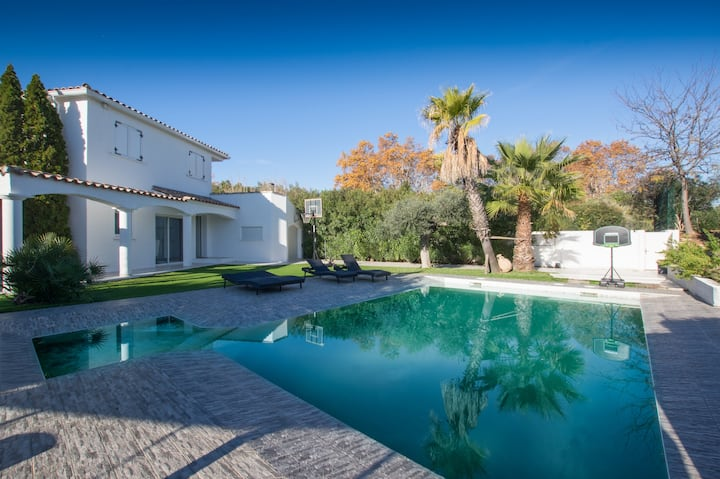 MODERN HOUSE 6 PERS WITH GARDEN AND SWIMMING POOL