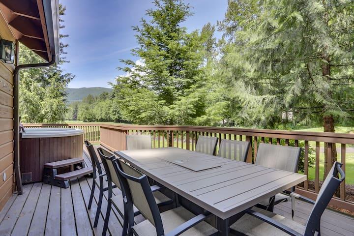 NEW! Family summer vacations at the Lazy Bear Lodge, deck, BBQ, hot tub, pool