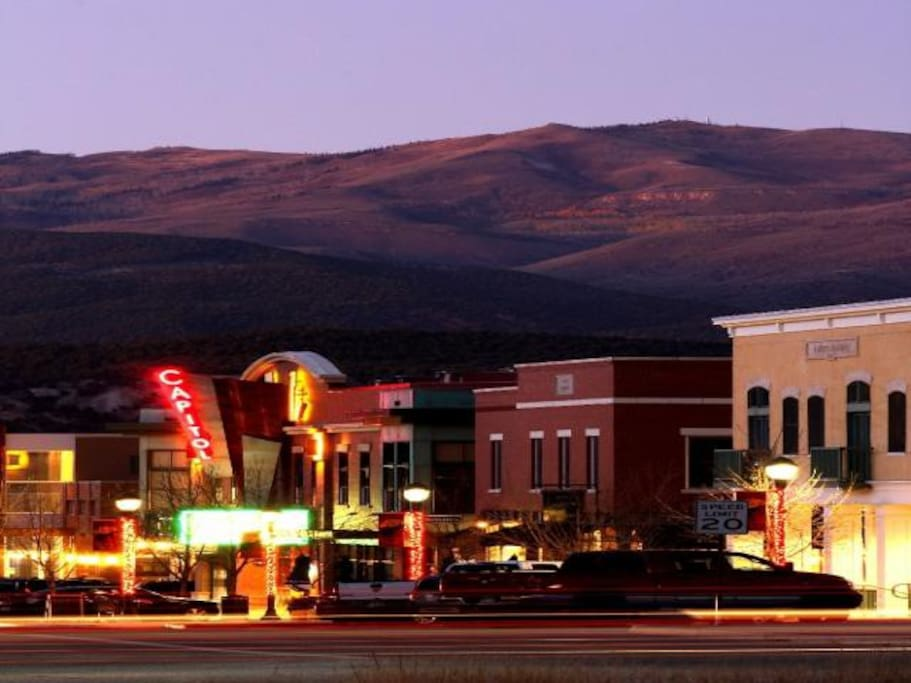Eagle Ranch Village lies about 20 minutes from Avon (Beaver Creek), and 30 minutes to Vail Resort.