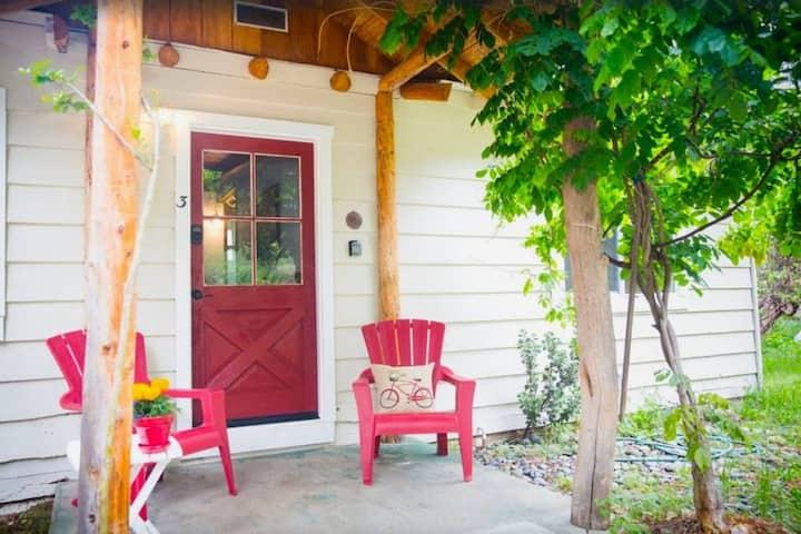 Dog Friendly Cottage Near Bass Lake and Yosemite