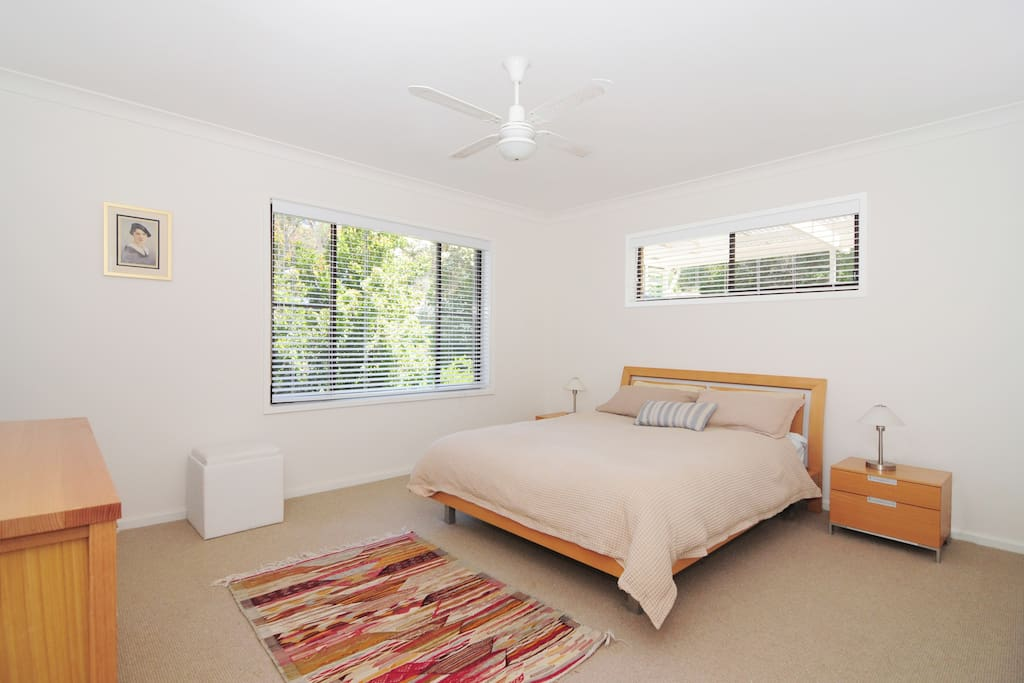 Main bedroom with queen bed and ensuite bathroom  Lovely peaceful and private garden/tree view Air conditioning  and ceiling fan for summer and electric blanket for winter