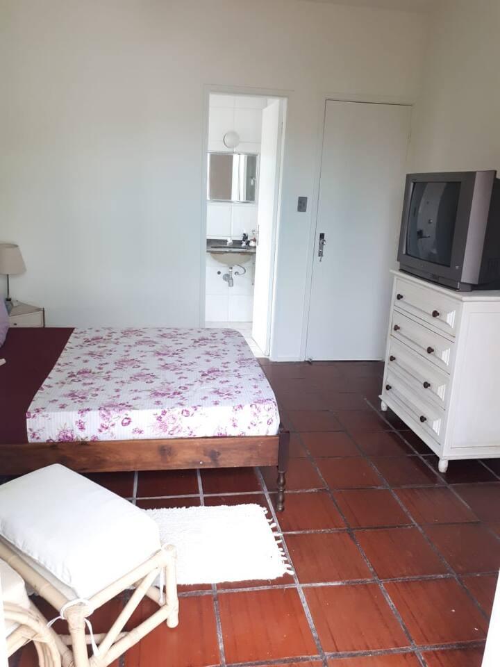 Room Five - Suíte Individual Enseada com Conforto