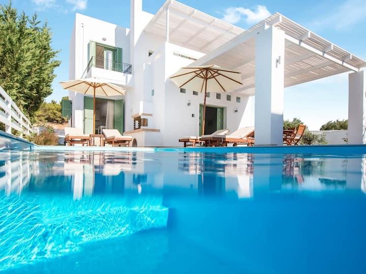 Villa Loka w. Private Pool,Walk to beach & village