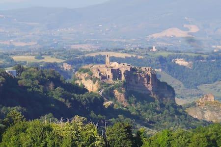 B&B Casamirella, nel borgo a pochi passi da Civita