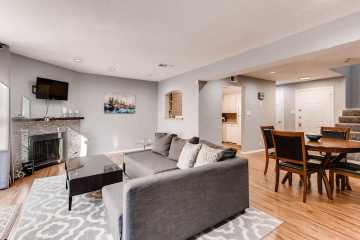 Uptown/Katy Trail Chic & Central with Patio!