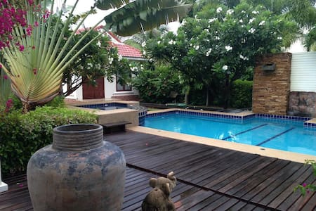 IDYLLIC VILLA WITH GARDEN AND POOL - Pak Nam Pran - บ้าน