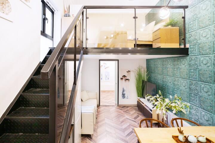 入住【青石】法租界设计感loft的整套独户房,超大投影