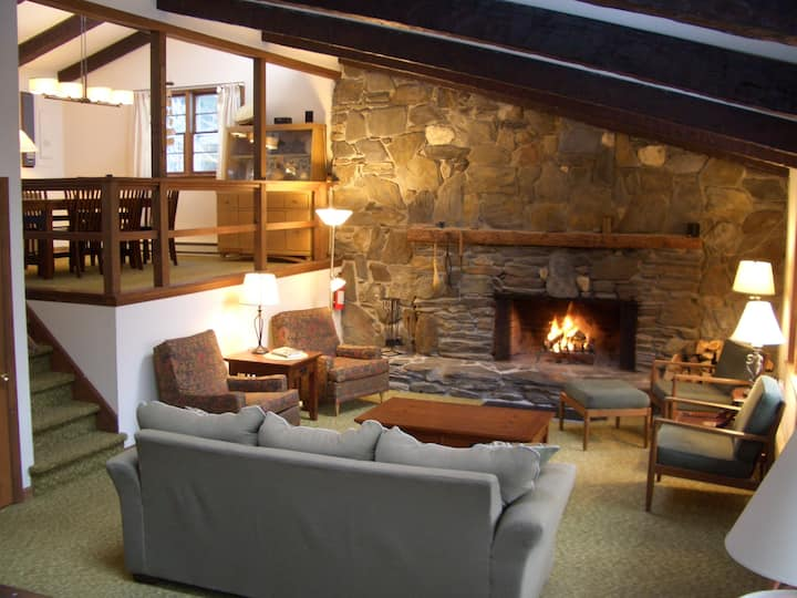 Killington area home - 4-seasons & hot tub