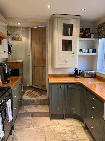 Beautiful dog friendly house with parking in Rye
