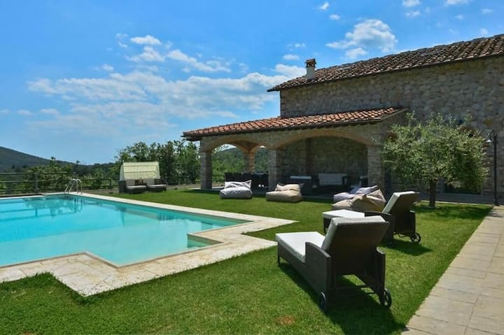 Villa Le Croci - Stunning villa with pool and view