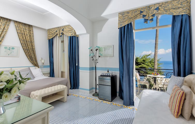 Sea view room in historical Villa