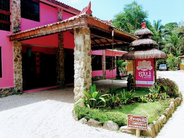 Pousada Bali Suites Itamambuca. Triplo Econômico