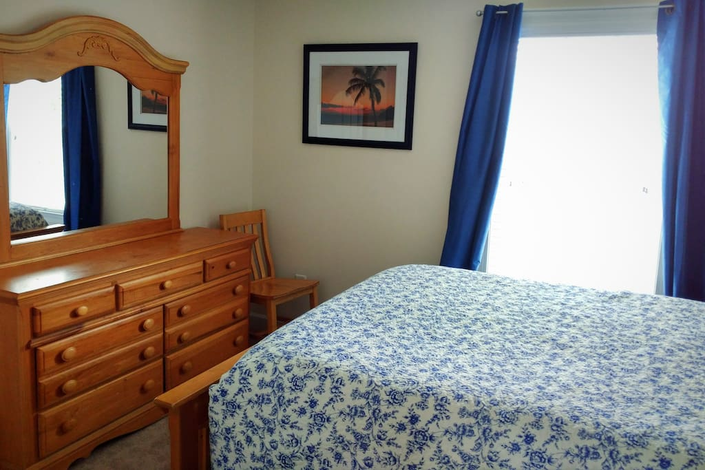 Queen size bed with dresser and nightstand
