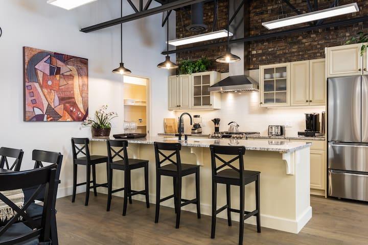 Chicago style Loft set in Ski, Golf & Wine Country