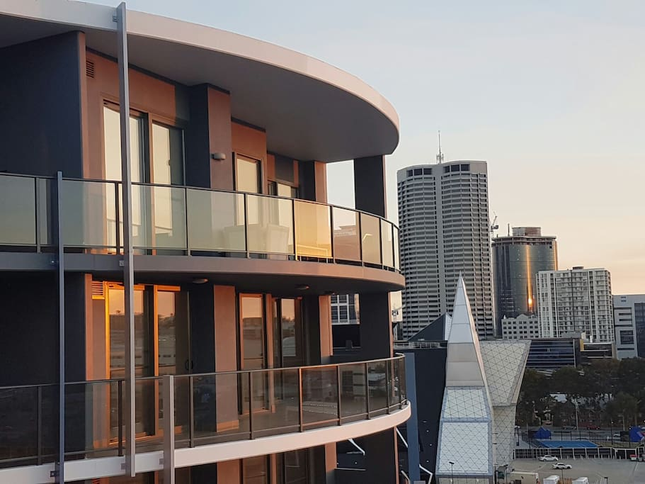 Location !! CBD - Huge balcony with City View