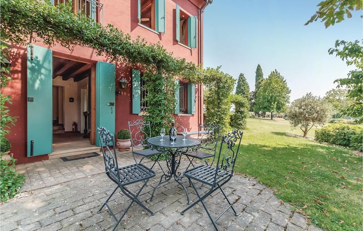 Holiday cottage with 2 bedrooms on 190m² in S.Pietro di Felletto