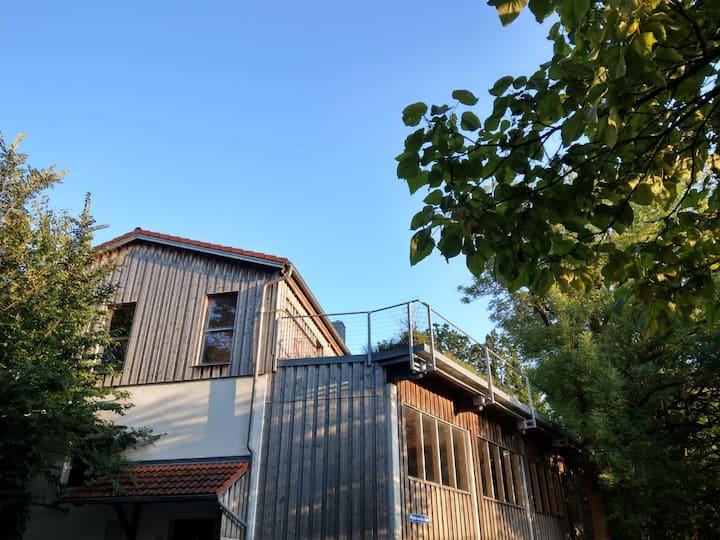 Zimmer mit Dachterrasse und Blick ins Paartal