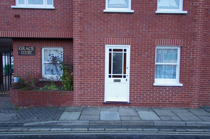 Centrally Located Southsea Apartment with Parking