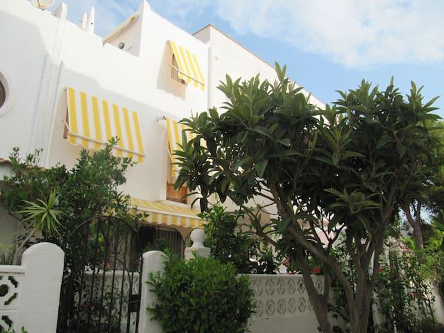 Schönes Ferienhaus am Meer mit WIFI