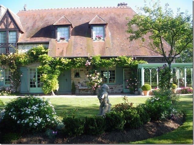 Chambre de charme chez Hélène - Villeneuve-en-Perseigne - House
