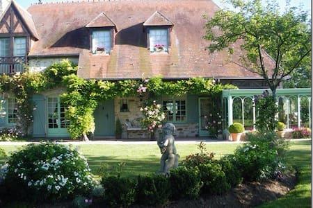 Chambre de charme chez Hélène - House