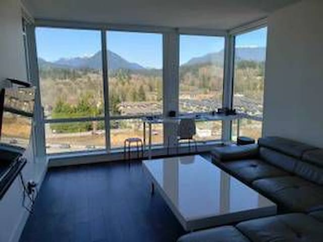 Mountainous North Vancouver one bedroom apartment
