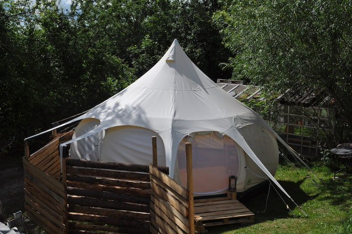 Erlebe die Einfachheit im Lotus belle Jurten-Zelt