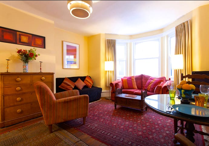 Gorgeous quiet garden apartment in West Kensington - Londres - Apartamento