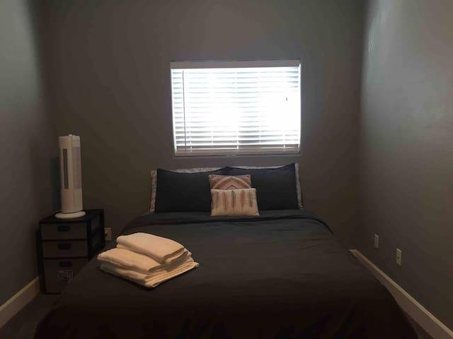 Bright Cozy Room II w/ shared bathroom
