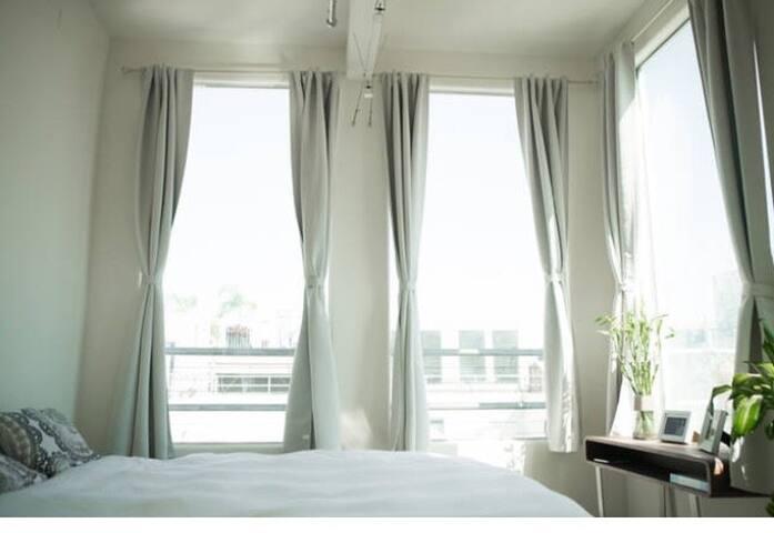 Bright DTLA room